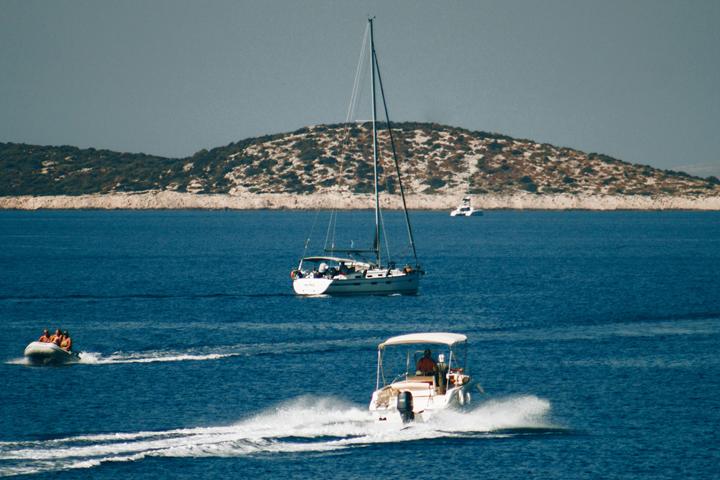 Sail around Devil's Islands