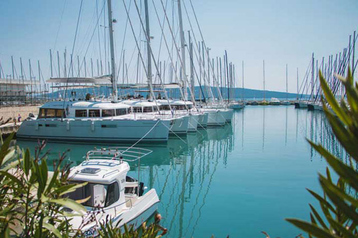 use a yacht charter broker when booking a sailing holiday